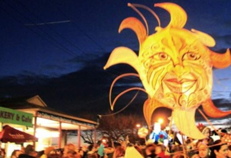 https://www.pbsfm.org.au/sites/default/files/images/Belgrave Lantern Parade 2014.jpg